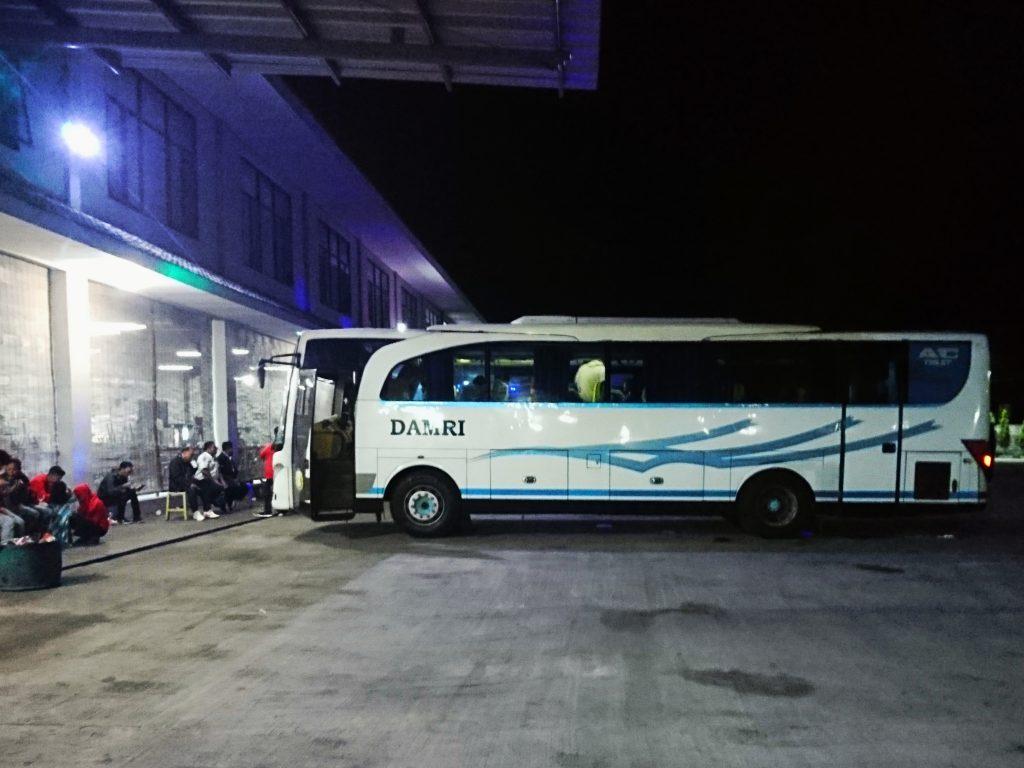 Bus dengan nomor 3142