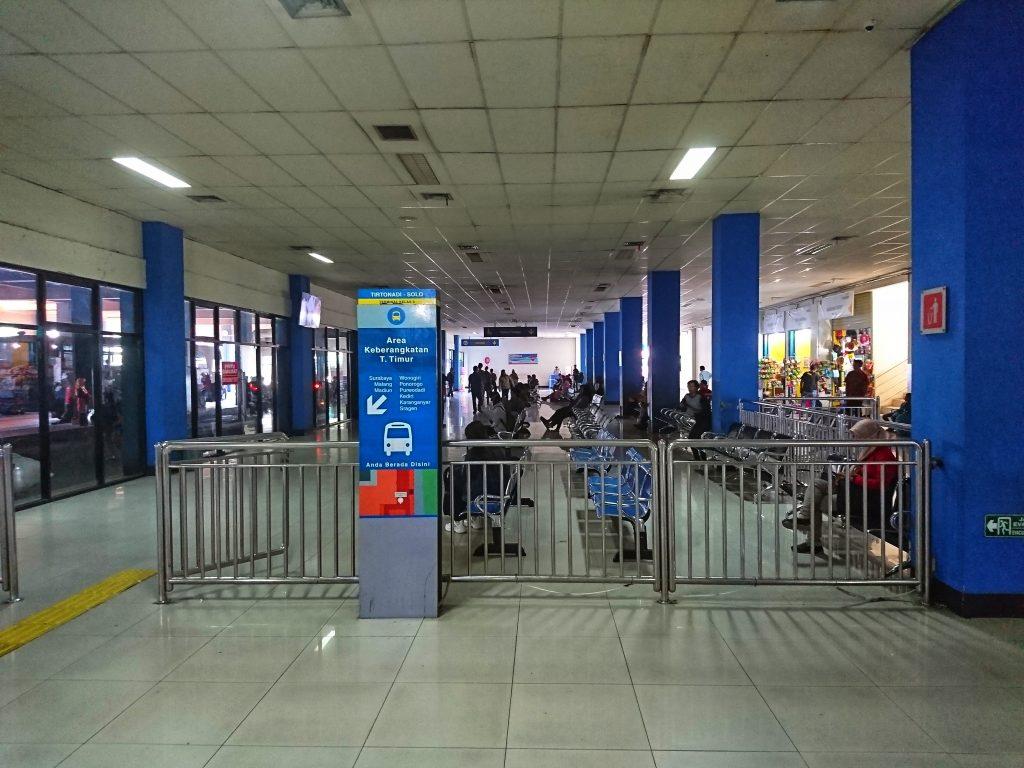 Ruang Tunggu Terminal Tirtonadi Keberangkatan arah Timur