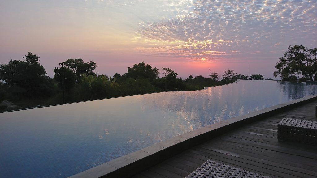Sunrise dari Kolam Renang
