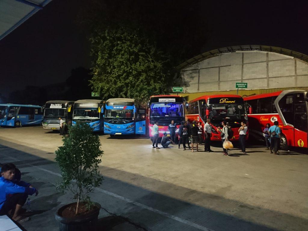 Keberangkatan Bus Damri